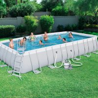 Piscina fuori terra Power steel Bestway 56475 in uso