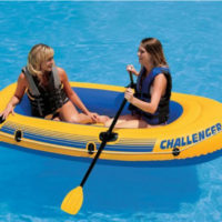 Canotto gonfiabile Intex Challenger 2 in uso