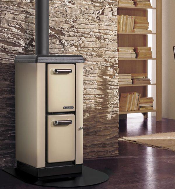 Stufa a legna Petit bruciatutto kW 7,5 cappuccino